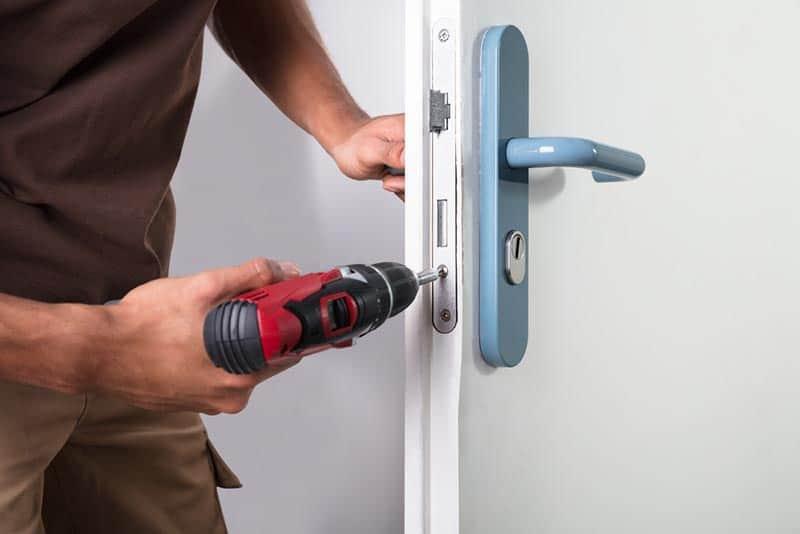פורץ דלתות מקצועי מנעולן פיקס